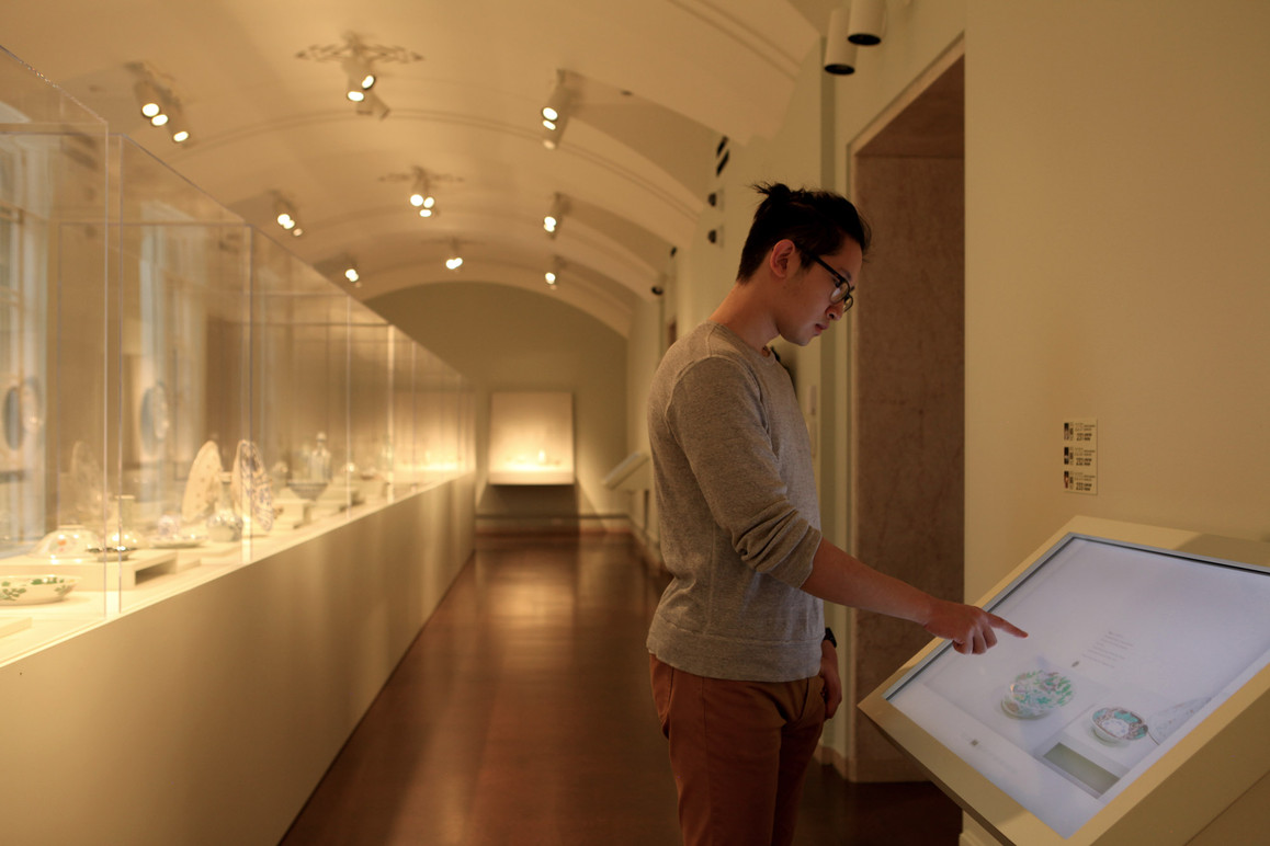 In SAAM's Ceramic Room, the software system gracefully adapts to a new form factor and collection content.