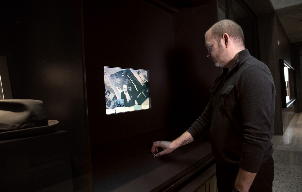 Visitor using the Story Viewer Interactive.